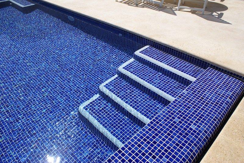 Pastilhas da cole o piscina da jatob for Piscinas con luces de colores